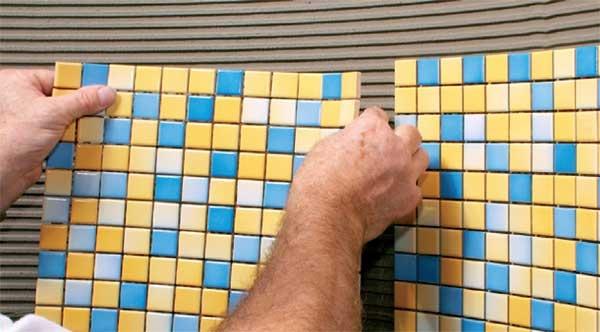 Плитка мозаика для ванной комнаты: виды, дизайн и этапы укладки