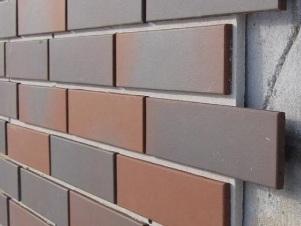 Облицовка фасада клинкерной плиткой темного цвета