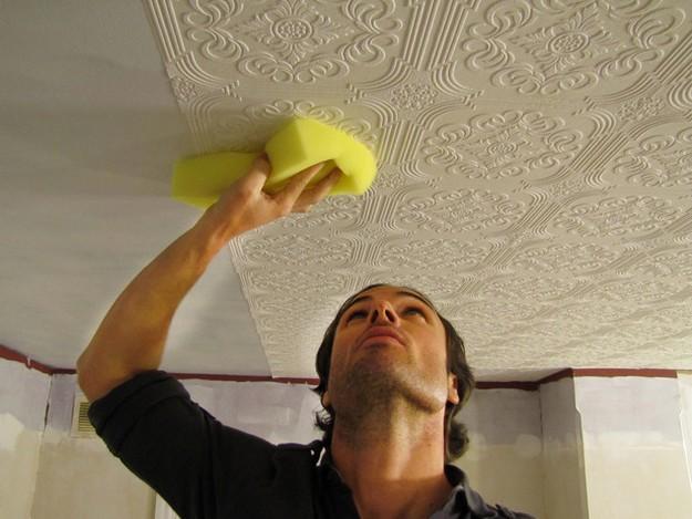 Особенности приклеивания потолочной плитки на потолок